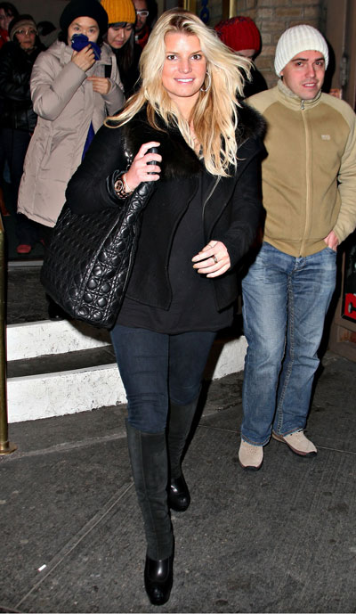 Jessica Simpson in J Brand 901 Leggings