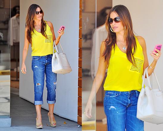 Sofia Vergara in Current/Elliott The Boyfriend Cropped Jeans