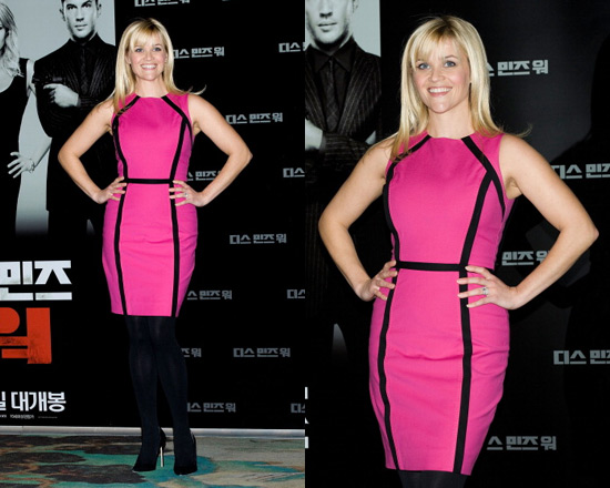 Reese Witherspoon in Michael Kors Stretch Cotton Sheath Dress