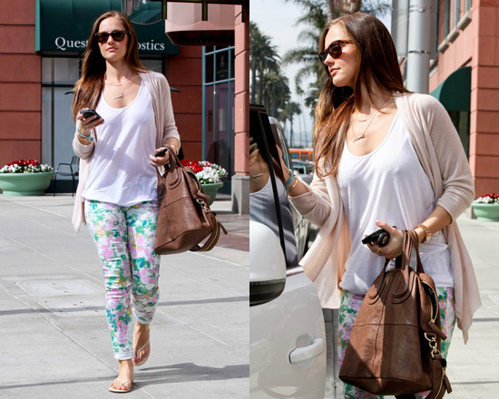 Minka Kelly in 7 For All Mankind Kauai Floral-Print Skinny Jeans