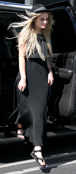 ashlee-simpson-Teva-Original-Black-Sandals