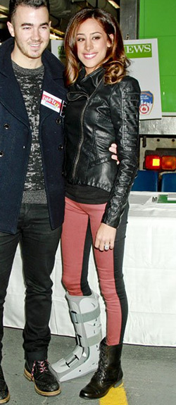 Danielle Jonas wears a pair of Rag and Bone Jekyll Leather-Trim Jeans