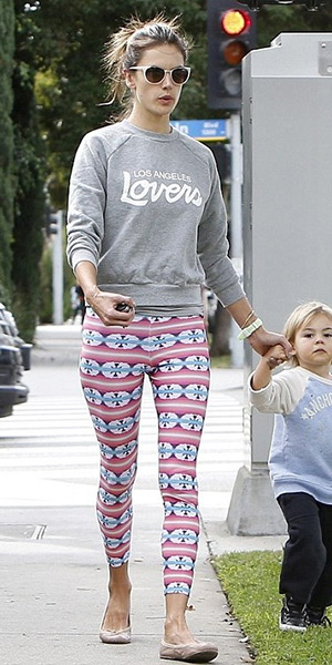 Alessandra-Ambrosio-Lovers-+-Friends-Laidback-Pullover