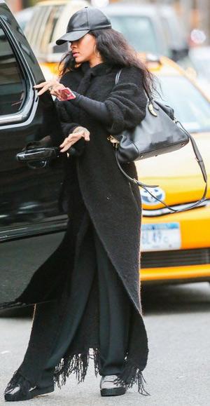 rihanna-Zadig-Voltaire-Kimono-Ma-coat