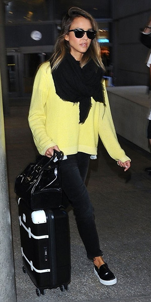 Jessica Alba Style - Dorothee Schumacher Mo-Her Favourites sweater, Ralph Lauren bag and Vans flat sneakers