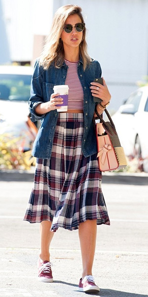 Jessica Alba in Vans Tortoise Eyelets Authentic Lo Pro Shoes