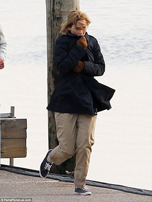 "Jennifer Lawrence filming scenes on the set of her new movie ""joy"" with Robert De Niro, wearing a pair of Keds Champions Canvas Navy Plimsoll Shoes - April 6, 2015"