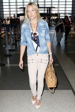 Kate Hudson is spotted at LAX (April 10) wearing a Dsquared2 Western Blue Denim Shirt, Ray-Ban red mirror sunglasses, a Jennifer Meyer cougar town turtle necklace, Michael Kors Riley satchel and Paige jeans.