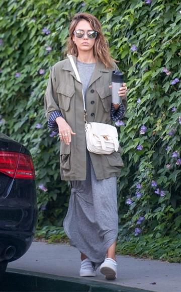 Jessica Alba Style and Fashion – CelebrityFashionista.com 139c0475818aa