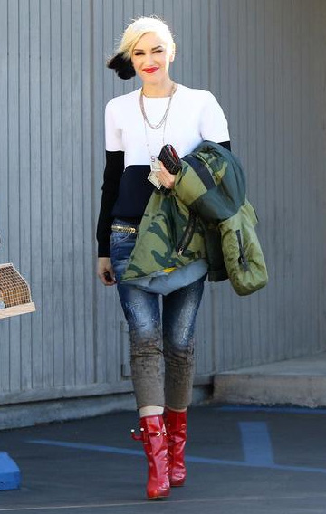 Gwen Stefani out to lunch on December 12 in a pair of DSQUARED2 mud print cropped jeans.